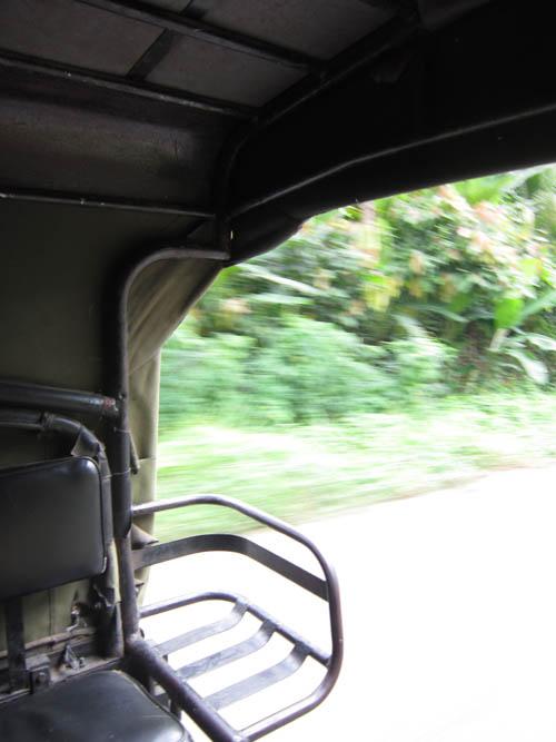 Penampakan dari mobil pick-up rakitan menuju dermaga penyebrangan