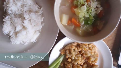 sup ayam dan perkedel jagung