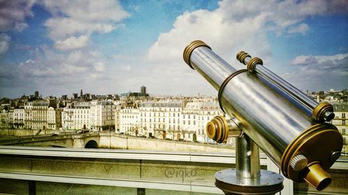 Pemandangan dari atap Arab Du Monde