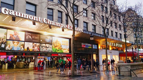 Pusat perbelanjaan di Champs-Élysées