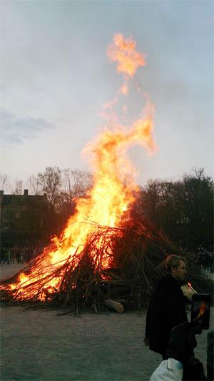 Valborg yang identik dengan api unggun
