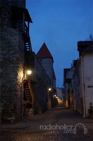 Malam menjelang di kota tua Tallin